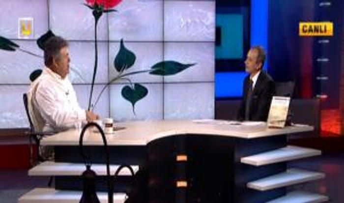 Sadık Yalsızuçanlar'ın hazırlayıp sunduğu, Ülke TV'de Pazar akşamları canlı yayınlanan Açık Deniz programında bu bölüm Prof. Dr. Ruhi Ayangil ile Musikî üzerine hoş bir...